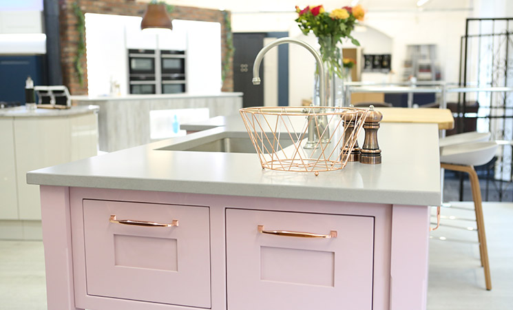 Copper handles on a pink kitchen - dream kitchen