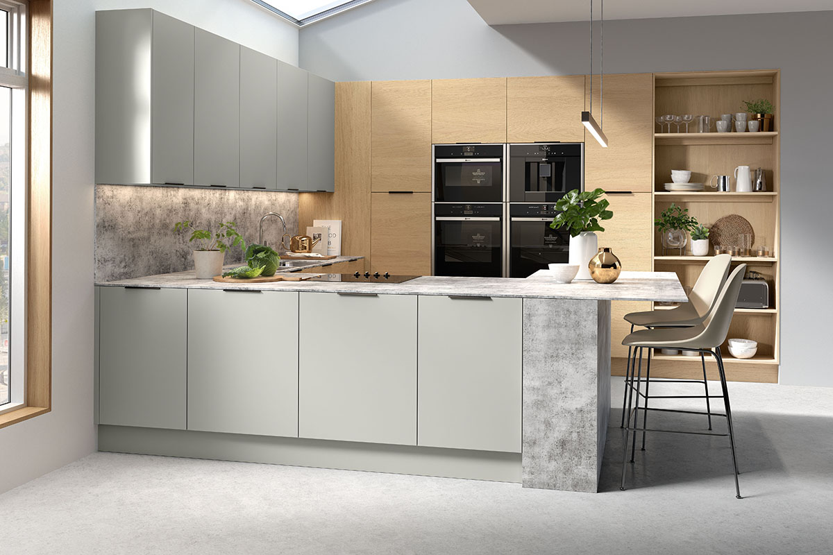 English Rose Vogue Light grey and Lissa Oak Fitted Kitchen
