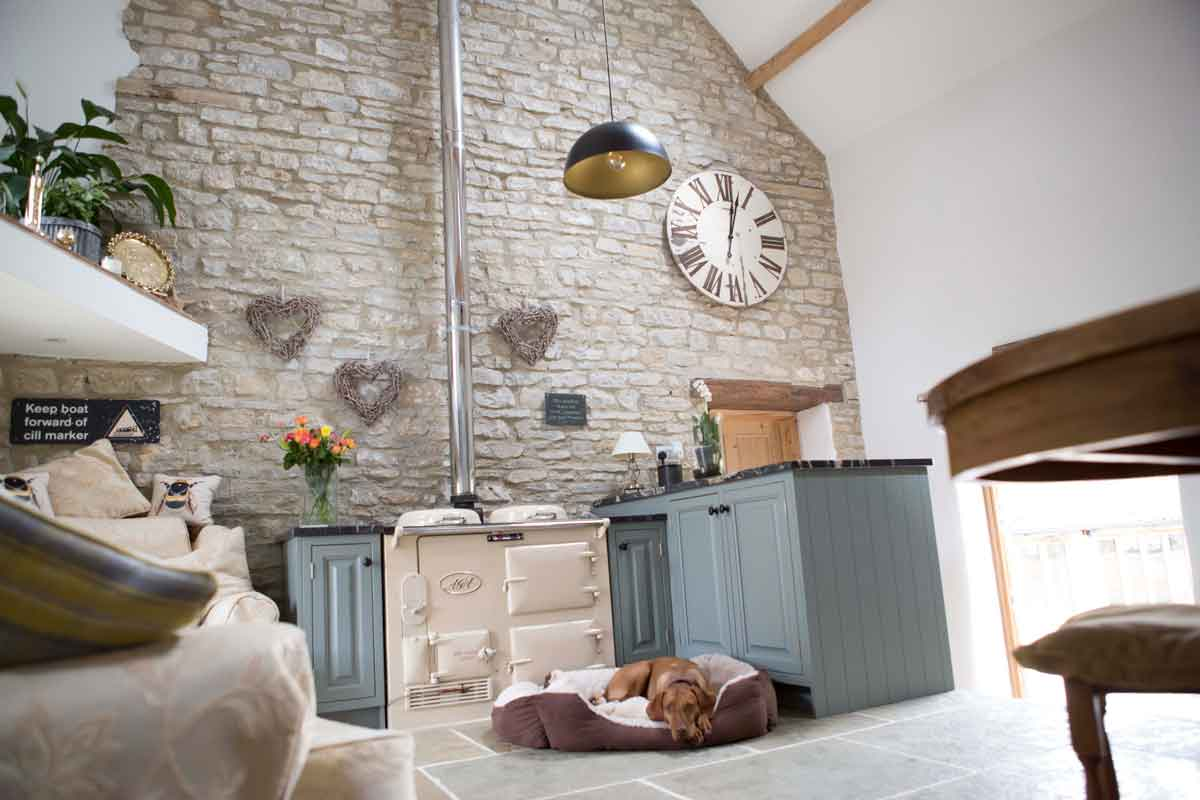 Kitchen Case Study: Amazing high beam kitchen with cream aga