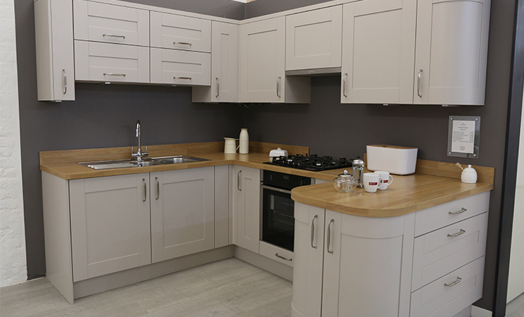 Shaker door fitted kitchen cabinet style in coffee